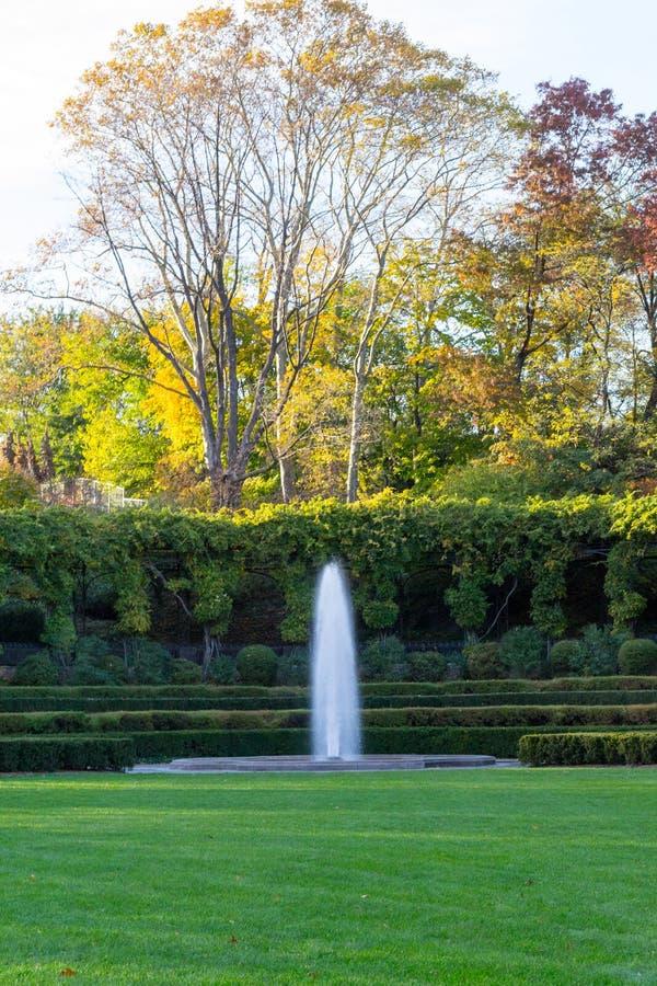 Erhaltender Garten ist der einzige formale Garten im Central Park stockfotos