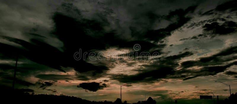 Erhellen Sie die Dunkelheit lizenzfreies stockfoto