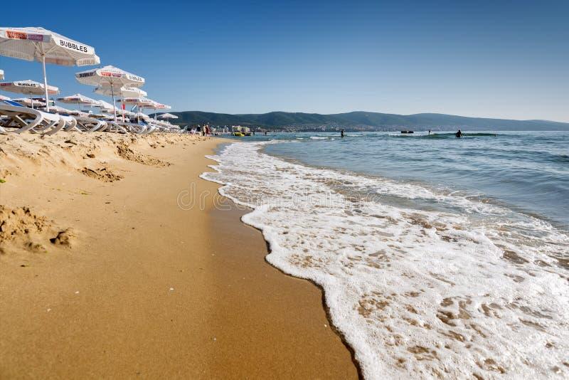 Erholungsort-Sunny Beach Bulgaria-Ansicht des Strandes im Sommer lizenzfreie stockfotos
