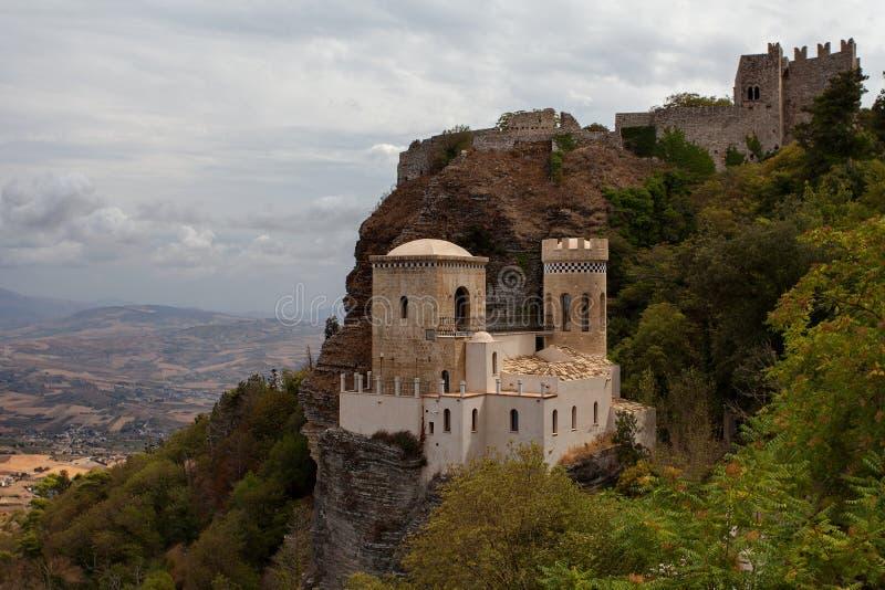 Erice, provincia di Trapani, Sicilia, Italia - il castello di Pepoli inoltre è conosciuto come Venus Castle Castello di Venere fotografia stock libera da diritti