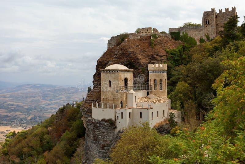 Erice Trapani landskap, Sicilien, Italien - den Pepoli slotten är också bekant som Venus Castle Castello di Venere royaltyfria foton