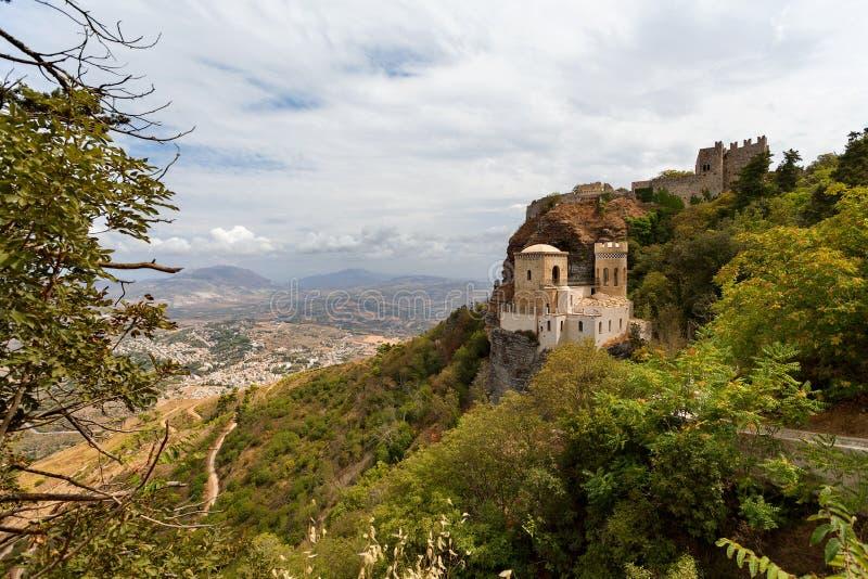 Erice Trapani landskap, Sicilien, Italien - den Pepoli slotten är också bekant som Venus Castle Castello di Venere royaltyfri fotografi