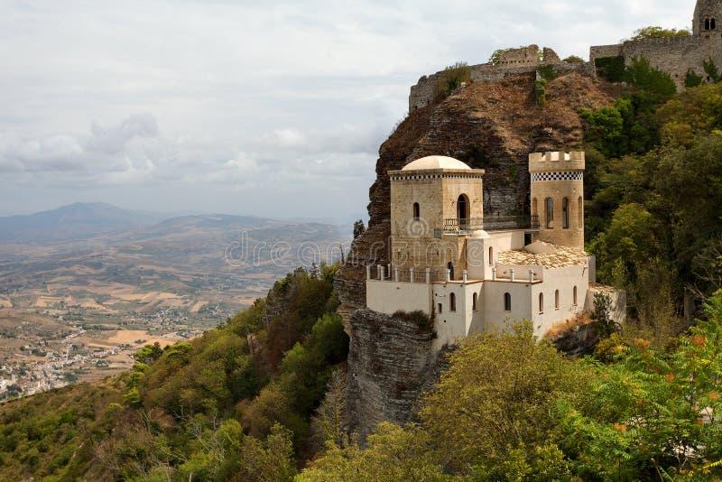 Erice Trapani landskap, Sicilien, Italien - den Pepoli slotten är också bekant som Venus Castle Castello di Venere royaltyfria bilder
