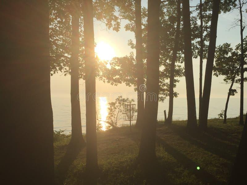 erie lake ?ver solnedg?ng fotografering för bildbyråer
