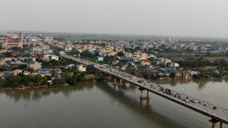 Erinnerungsbrücke auf dem Fluss-Pier Que Huong stockbilder
