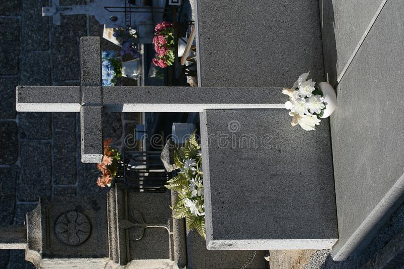 Erinnerungsstein im Friedhof stockfotografie