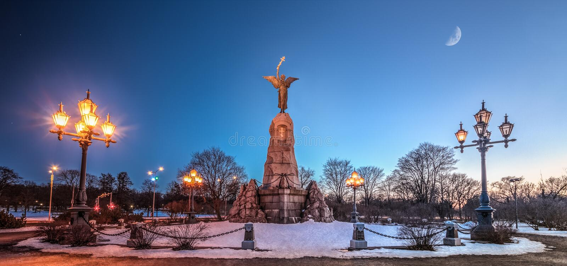 Erinnerungstag-zunachtzusammensetzung Russalka (Meerjungfrau) Tallinn, Estland stockfotografie