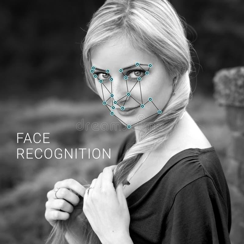 Erkännande av den kvinnliga framsidan Biometric verifikation och ID royaltyfri fotografi