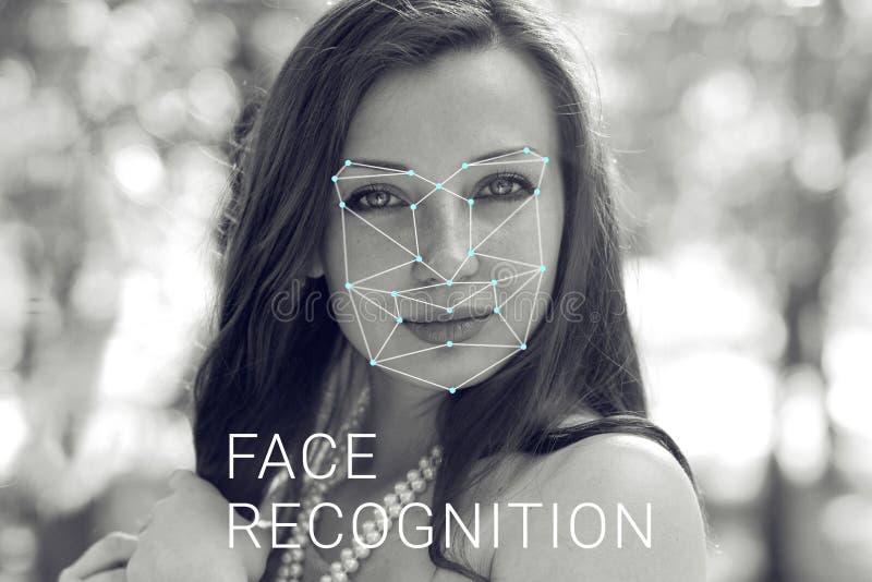 Erkännande av den kvinnliga framsidan Biometric verifikation och ID arkivbilder