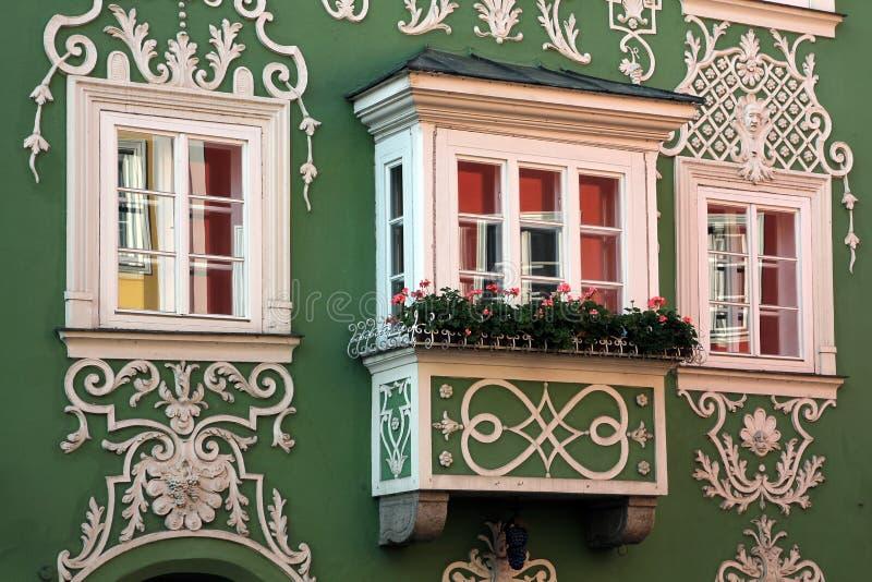 Erker-Fenster in Scharding, Österreich stockfotografie