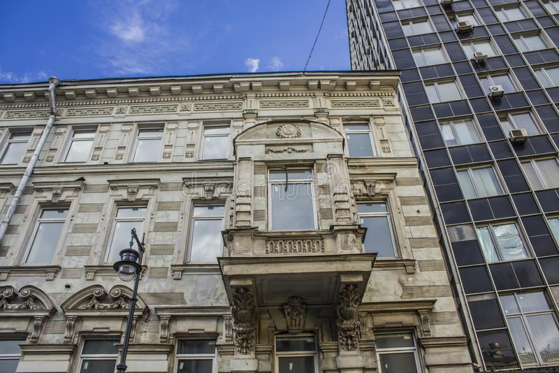 Erkerfenster auf einem Haus, das Ende des 19. Jahrhunderts errichtet wurde lizenzfreies stockfoto