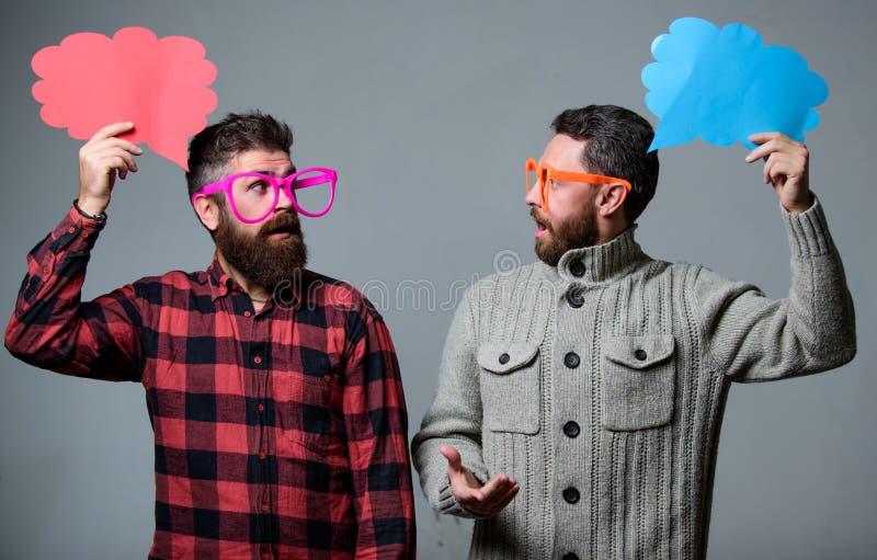 Erklären Sie Stimmungskonzept Lustige Geschichte und Stimmung Komische Idee Mannscherzen Anteilmeinungsspracheblasenkopienraum Ko lizenzfreies stockbild