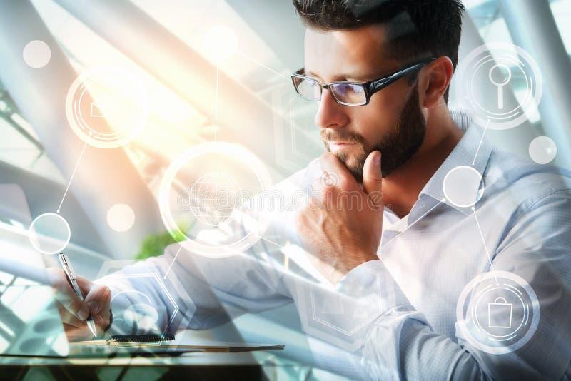 Erklären und Finanzkonzept lizenzfreie stockbilder