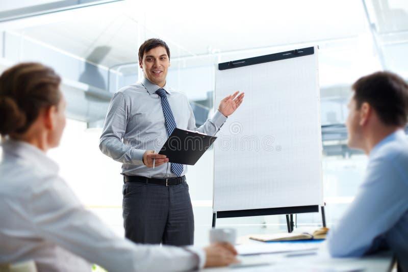 Erklären von Geschäftsstrategie stockfotografie