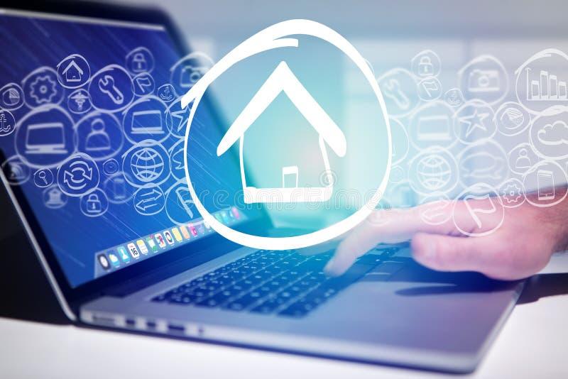 Erlöschende homepage-Ikone eine Laptopschnittstelle - Technologiekonzept stockfoto