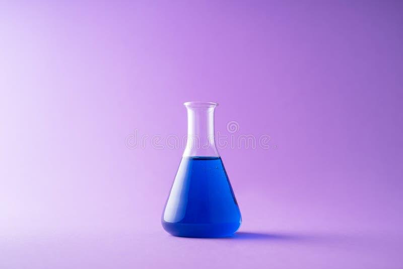 Erlenmeyer flaska royaltyfri bild