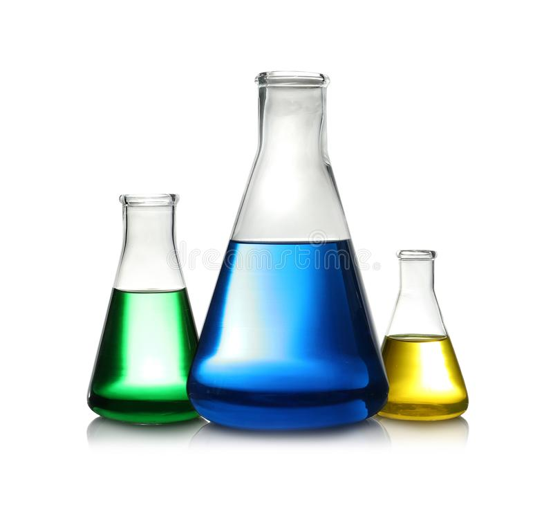 Erlenmeyer flaskor med färgflytande L?sningskemi royaltyfria bilder