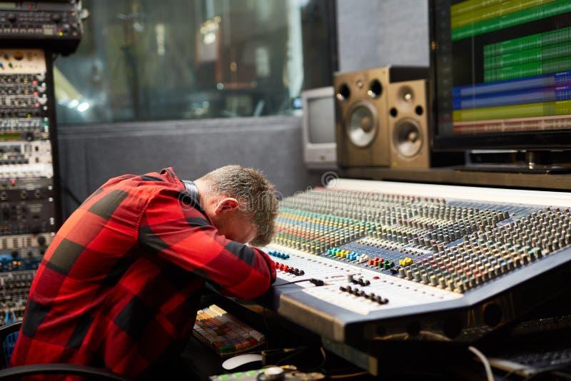 Ermüdet bei der Arbeit lizenzfreies stockfoto