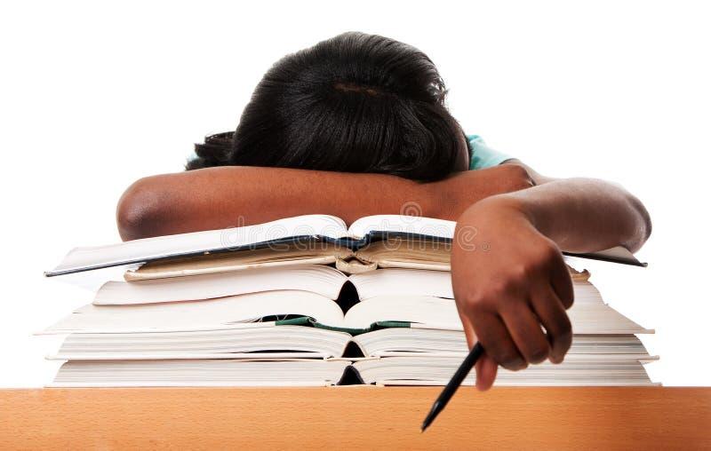 Ermüdet vom Heimarbeitsstudieren lizenzfreie stockfotografie