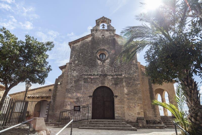 Ermita antigua en Roda de Bera, Costa Dorada, Cataluña, España fotos de archivo