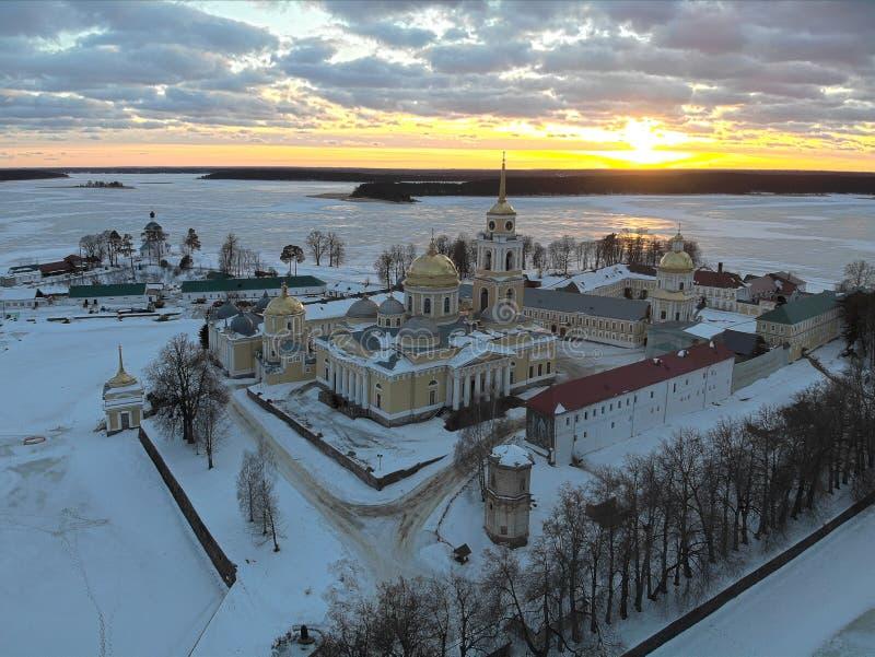 Ermita de Nilov en la puesta del sol imagenes de archivo