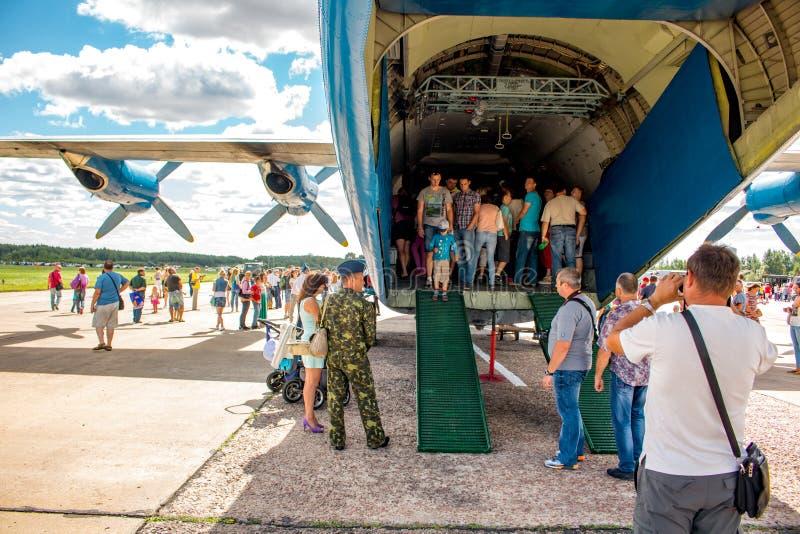 Ermolino, Rusland - Augustus 15, 2015: Open Dag bij de luchtmachtbasis in Ermolino Russisch schroefturbinevliegtuig Antonov een-1 royalty-vrije stock afbeelding