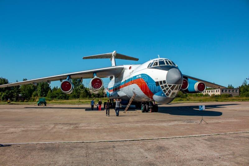 Ermolino, Rusland - Augustus 15, 2015: Vliegtuig Ilyushin IL-76 van Russische Luchtmacht stock foto's