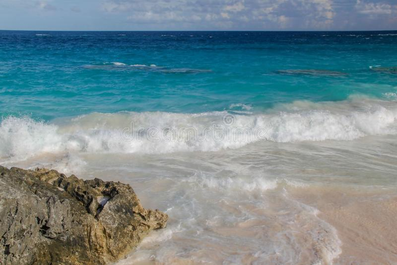 ermuda Τυρκουάζ νερό του Ατλαντικού Ωκεανού και του μπλε ουρανού Φανταστική άποψη σχετικά με την παραλία στοκ φωτογραφίες με δικαίωμα ελεύθερης χρήσης