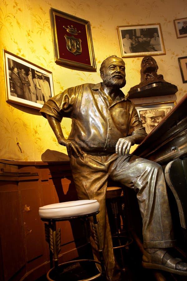 Ernest- Hemingwaystatue in Havana, Kuba stockbilder