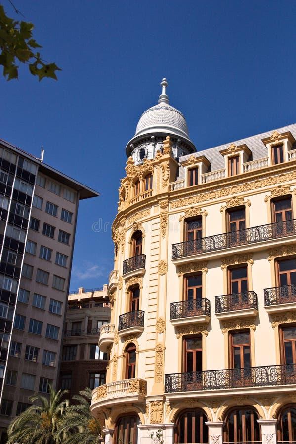 Ernesto Ferrer-de bouw die in de Stad Hall Square van Valencia, Spanje wordt gevestigd stock afbeeldingen