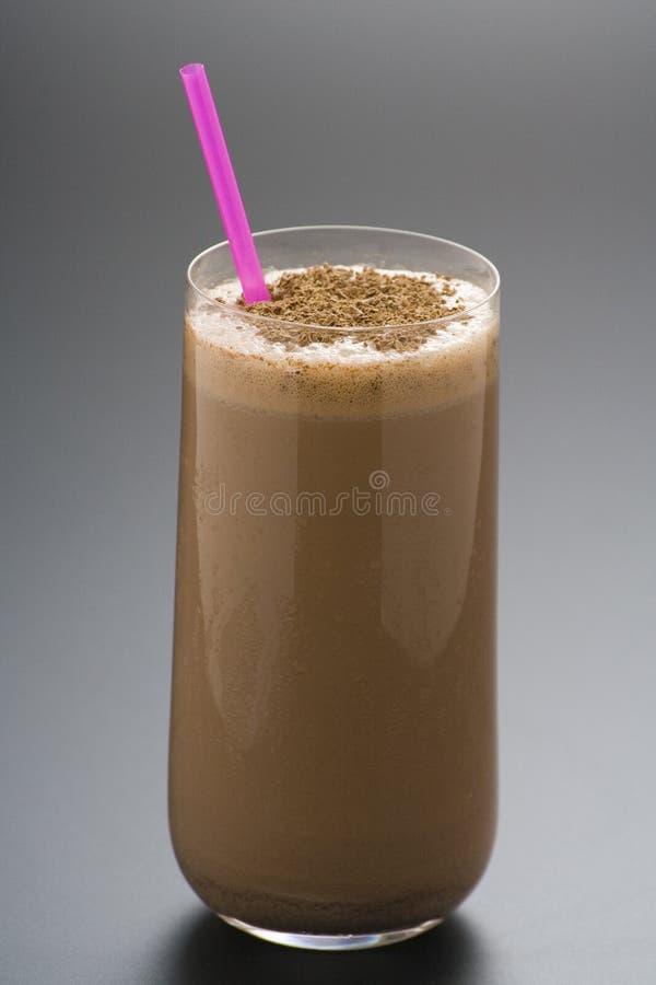 Erneuernschokoladenerschütterung mit Schokolade Birutes lizenzfreies stockfoto