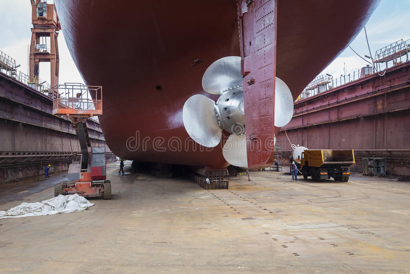Erneuertes Schiff im Trockendock stockbilder