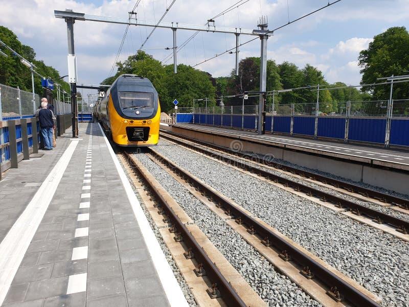 Erneuerung des Bahnhofs Driebergen Zeist in den Niederlanden mit Untertagestraße und der Expansion zu 4 Bahnen lizenzfreie stockfotos