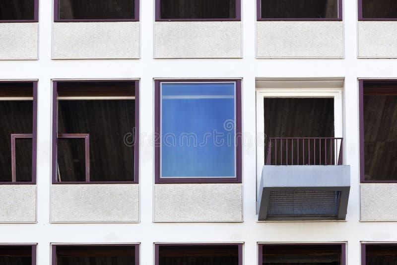 Erneuerung eines Bürogebäudes stockbilder