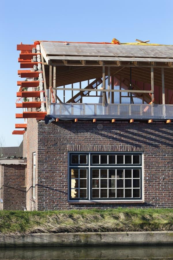 Erneuerung eines Hauses stockfotografie