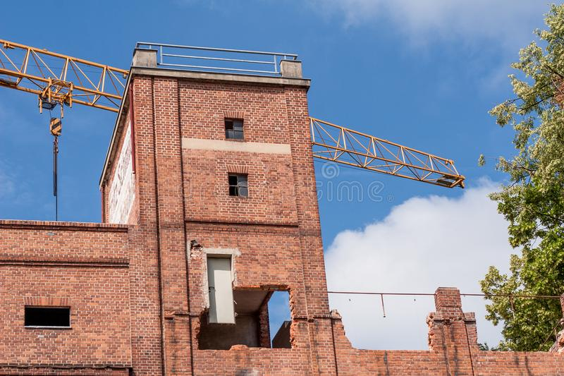 Erneuerung eines historischen Backsteinbaus stockfoto