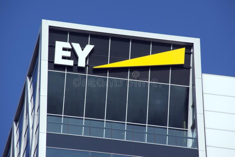 Ernst und junge Hauptsitze in Amsterdam lizenzfreies stockbild