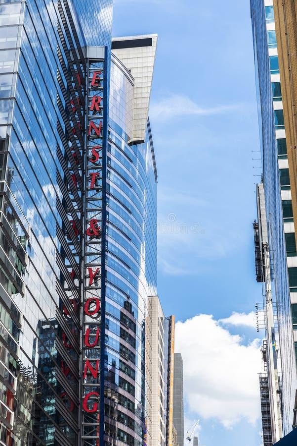 Ernst & Young EY bank i New York, USA arkivbild