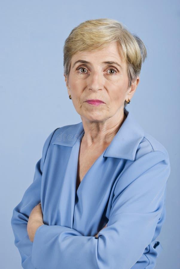 Ernste ältere Geschäftsfrau lizenzfreies stockfoto