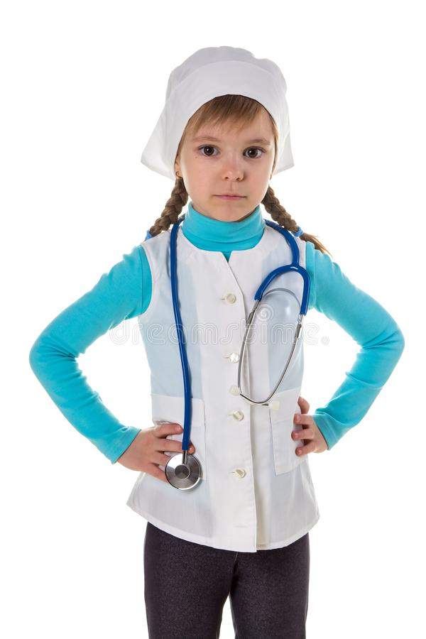 Ernste Ärztin, mit Stethoskop und den Armen auf der Taille, Porträt stockfotos