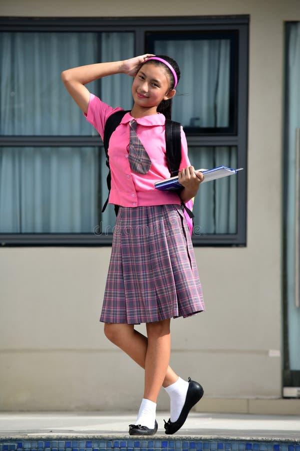 Ernste Minderheitsstudent-Teenager School Girl-Stellung stockfotos