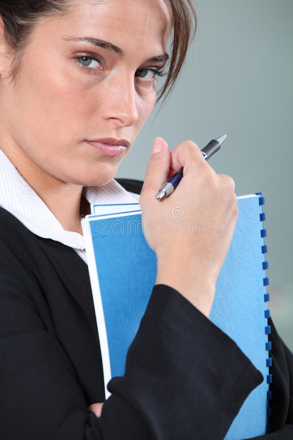 Ernste weibliche Exekutive stockbild