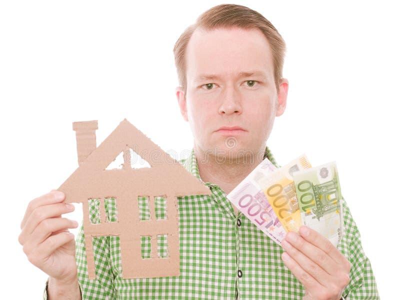 Ernster Hauseigentümer mit Geld lizenzfreie stockfotografie