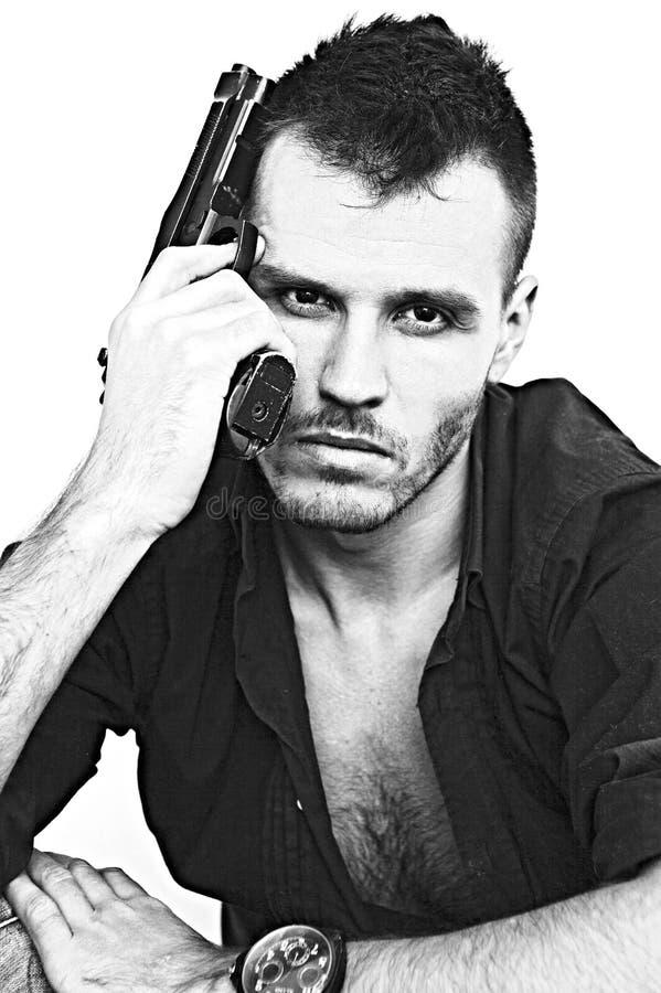 ernster Mann mit einer Gewehr lizenzfreies stockbild