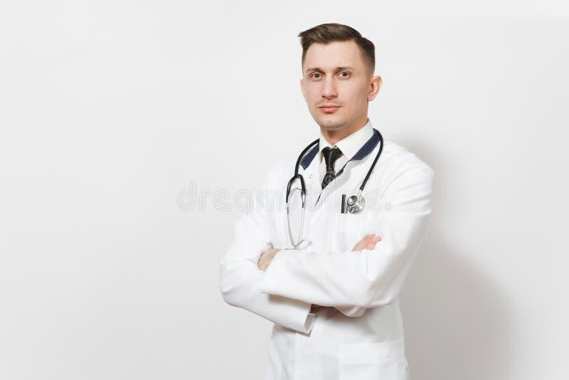 Ernstes überzeugtes erfuhr hübschen jungen Doktormann, der auf weißem Hintergrund lokalisiert wurde Männlicher Doktor in der medi stockfotografie