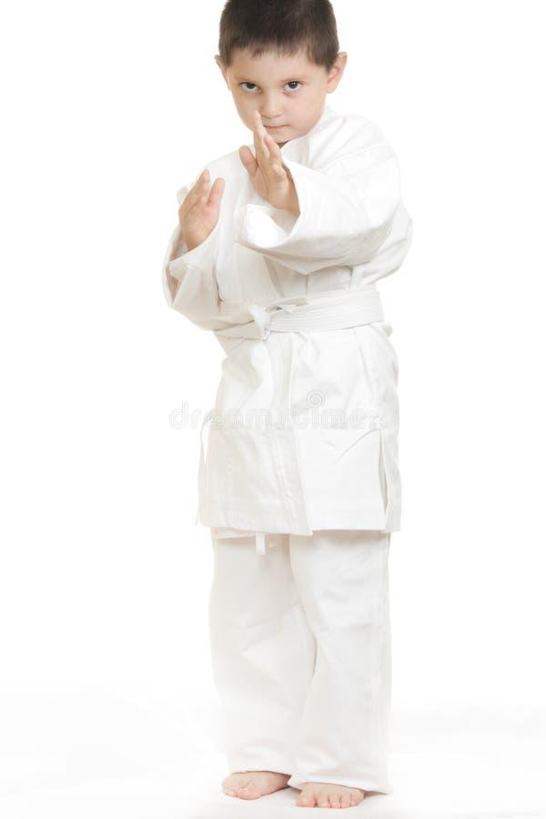 Ernstes kleines Karatekind lizenzfreies stockfoto