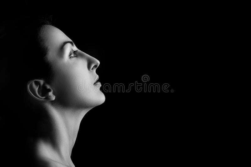 Ernstes weibliches Profil stockfotografie