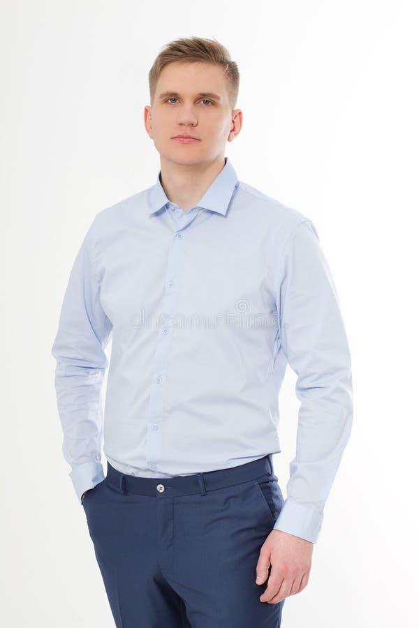 Ernstige die Zakenman op witte achtergrond wordt geïsoleerd Blauw malplaatje en leeg Overhemd op de mens Exemplaarruimte en spot  stock foto's