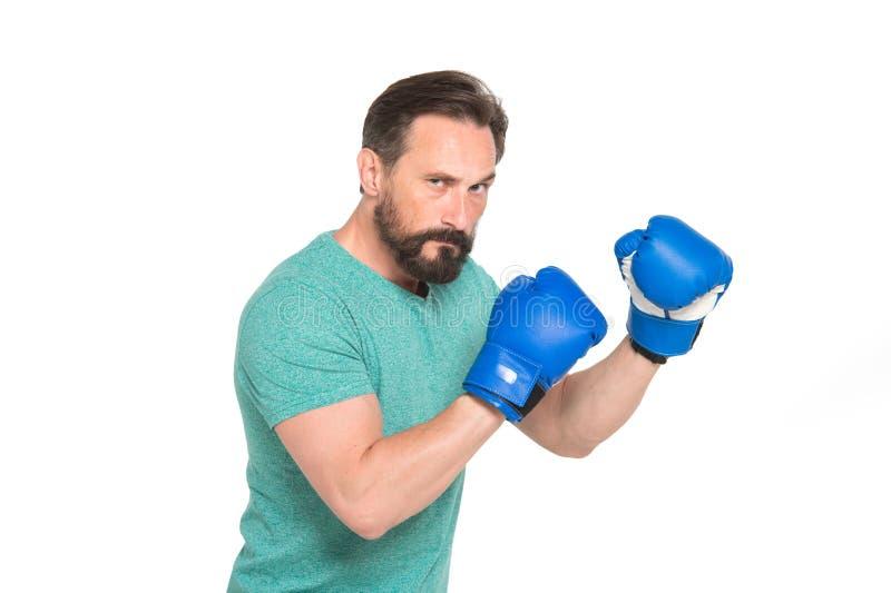 Ernstige gebaarde bokser die klaar voor het vechten zijn stock foto