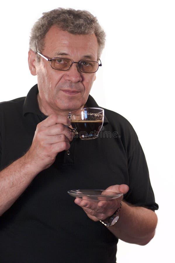 Ernstige mens het drinken koffie royalty-vrije stock afbeelding